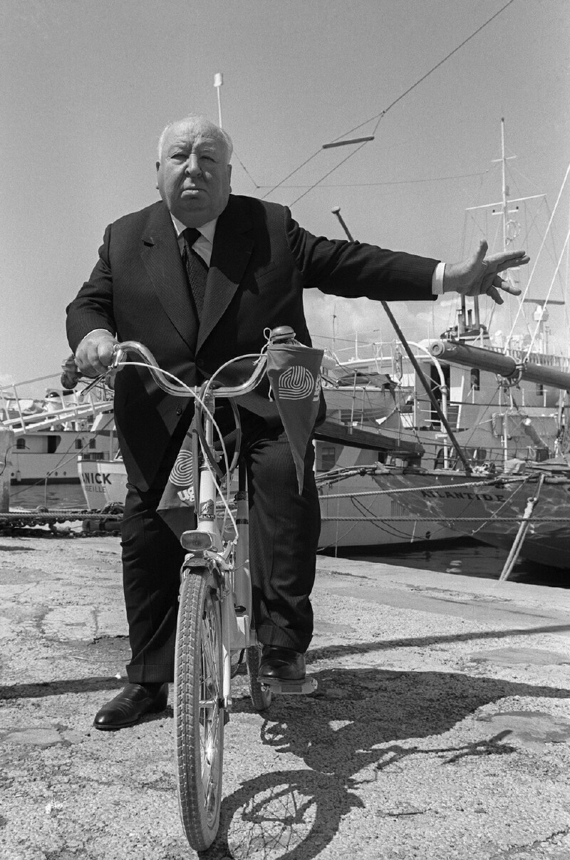 Alfred Hitchcock riding a Peugeot Helium folding bike